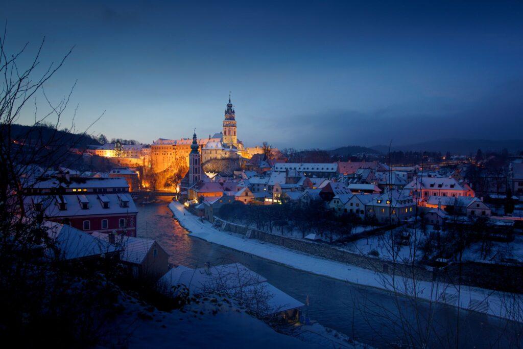 Fotografická propagace měst - fotograf architektury Tomáš Kasal, Český Krumlov v zimě, modrá hodinka